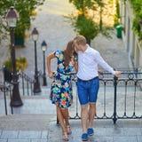 Romantyczna para na Montmartre Zdjęcia Royalty Free
