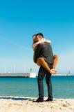Romantyczna para w miłości ma zabawę na plaży Obrazy Stock