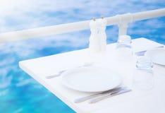 Romantyczna plenerowa restauracja Zdjęcia Royalty Free