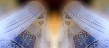 Romantyczna sypialnia z komar siecią Zdjęcia Royalty Free