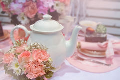 Romantyczni anglicy na herbacianym przyjęciu, rocznika tło obraz stock