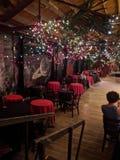 Romantyczni wieczór światła, stoły dla daty i zdjęcia royalty free
