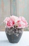 Romantyczny bukiet różowi tulipany i gypsophilia paniculata Obrazy Stock