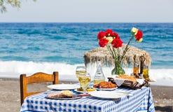Romantyczny gość restauracji na plaży Zdjęcia Royalty Free