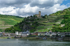Romantyczny Gutenfels średniowieczny kasztel przy Kaub w sławnym Rhine obrazy stock
