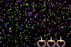 Romantyczny kolorowy Bożenarodzeniowy tło z świeczkami zdjęcie stock