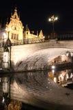 Romantyczny most i swój odbicie przy nocą w Ghent, Belgia Fotografia Stock