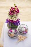 Romantyczny obiadowy położenie na plaży przy zmierzchem Fotografia Stock