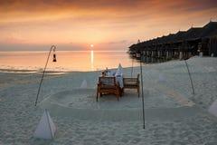 Romantyczny obiadowy ustawianie na plaży Obrazy Stock