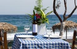 romantyczny stół na plaży Zdjęcia Royalty Free