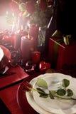 Romantyczny walentynka dnia stołu położenie z obiektywu racą zdjęcie royalty free