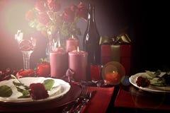 Romantyczny walentynka dnia stołu położenie z obiektywu racą obrazy royalty free
