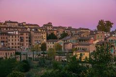 Romantyczny widok Siena miasto przy półmrokiem Obrazy Royalty Free
