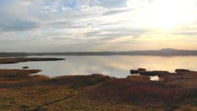 Romantyczny zmierzch jeziorem zbiory