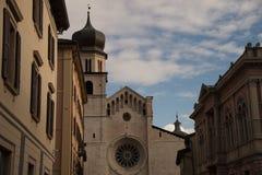 Romare - katolsk domkyrka i Trento, nordliga Italien Det är moen royaltyfri fotografi