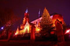 Romańszczyzna ceglany kościół katolicki przy nocą Fotografia Stock