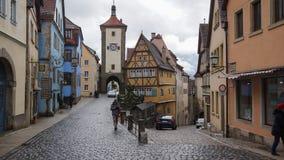 Romatic-Straßenbestimmungsort rothenburg ob der Tauber stockfotografie