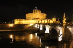 """Rome †""""över Tiberen till Castel Sant ' Angelo Arkivbilder"""