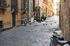 Rome - été 2018 Décharge et déchets au centre Roma, Italie photographie stock libre de droits