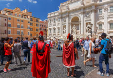 rome Туристы около фонтана Trevi Стоковые Фото