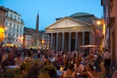 ROME-AUGUST 8 :万神殿在2013年8月8日的晚上在罗马,意大利。 免版税库存照片