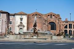 ROME-AUGUST 6 :广场della Repubblica和女游泳家的喷泉在罗马,意大利。 免版税库存照片