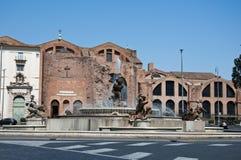 ROME-AUGUST 6 :广场della Repubblica和女游泳家的喷泉在罗马,意大利。 免版税图库摄影