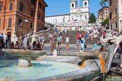 ROME-AUGUST 7: De spanska momenten som ses från Piazza di Spagna på Augusti 7, 2013 i Rome, Italien. Fotografering för Bildbyråer