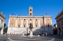 ROME-AUGUST 5: Den Capitoline kullen och Piazza del Campidoglio på Augusti 5 i Rome, Italien. Royaltyfria Bilder