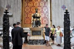 ROME-AUGUST 10: Sts Peter basilika på Augusti 10, 2009 i Vaticanen. Sts Peter basilika, är en sen renässans kyrkan lokaliserad w Royaltyfri Bild