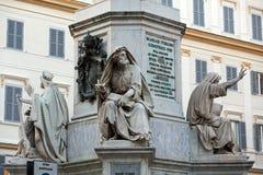 Rome - bibliska statyer på grunden av Colonna dell` Imacolata Royaltyfri Foto