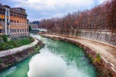 Rome bro med Tiber flodsikt på skymning Royaltyfri Foto