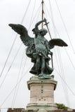 Rome - bronsstaty av Michael ärkeängeln, Arkivfoton