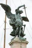 Rome - bronsstaty av Michael ärkeängeln som överst står av den Castel Sant `en Angelo Arkivfoto