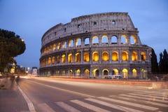 Rome - colosseum in avond stock afbeeldingen