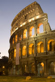 Rome - colosseum in nacht stock fotografie