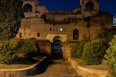 Rome de Aurelian väggarna av den San Giovanni porten royaltyfria bilder