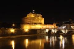 Rome in de nacht, Castel-sant'Angelo Stock Fotografie