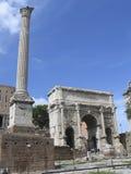 Rome: De ruïnes van het oude roman forum stock foto's