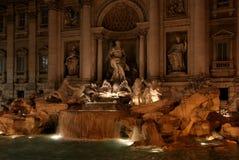 rome för springbrunnitaly natt trevi Arkivfoto