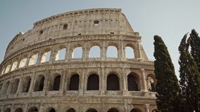 ROME - FEBRUARI 20: Berömd turist- dragning Colosseum i sommar, Februari 20, 2018 stock video