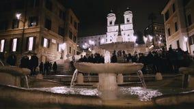 Rome - Februari 20: Folk på Piazza di Spagna på natten, Rome, Italien, 2018 lager videofilmer