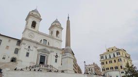 Rome - Februari 20: Vippa på ner av turister på Piazza di Spagna, Rome, Italien, 2018 arkivfilmer