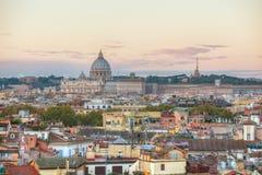 Rome flyg- sikt med den påvliga basilikan av St Peter Royaltyfri Bild