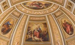 Rome - freskomålning av Madonna, St Peter, St, Paul och guden skaparen i sidoabsid av kyrkliga Chiesa di San Marino ai Monti Arkivfoto