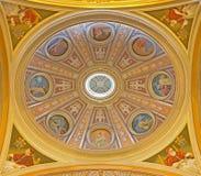 Rome - freskomålningen av sidokupolen i den kyrkliga basilikadeien Santi XII Apostoli från 19 cent Royaltyfri Foto