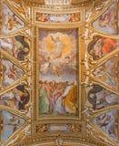 Rome - freskomålningen av uppstigningen av Herren och fyra evangelister i taket av kyrkliga Chiesa di Santa Maria ai Monti Arkivbilder
