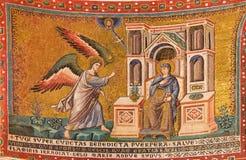 Rome - gammal mosaik Anuntiationen i kyrkliga basilikadi Santa Maria i Trastevere från 13 cent Royaltyfri Bild