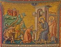 Rome - gammal mosaik av tillbedjan av de tre vise männen i kyrkliga basilikadi Santa Maria i Trastevere från 13 cent vid Pietro C Royaltyfri Bild