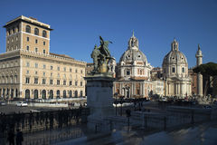 Rome horisont och kupoler av den Santa Maria di Loreto kyrkan Royaltyfri Bild